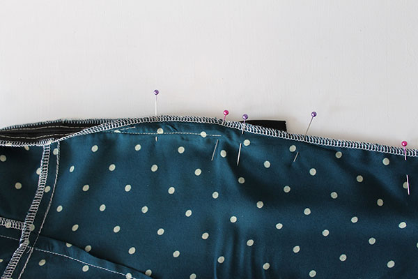 Sew Over It 1940's Tea Dress Sewalong - inserting the invisible zip